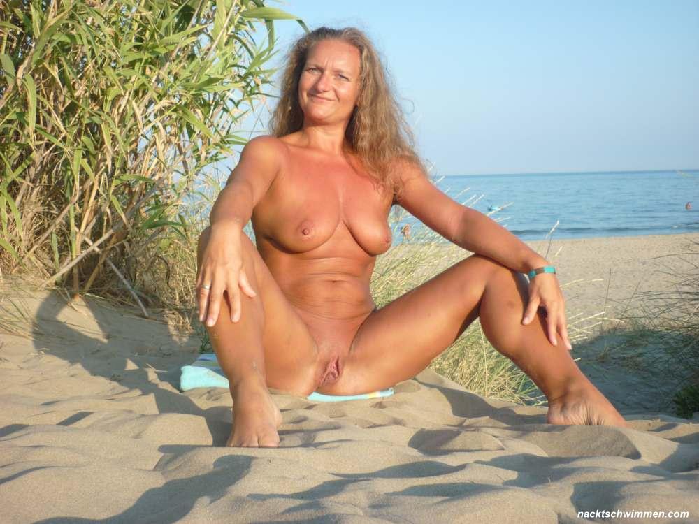 Oma strand nackt